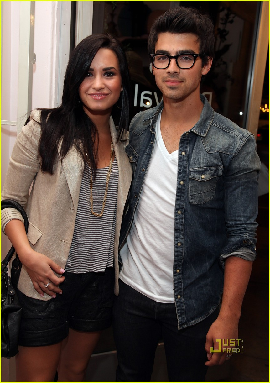 Are demi lovato and joe jonas dating